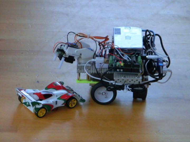 ミニ四駆型ラジコンとロボット1